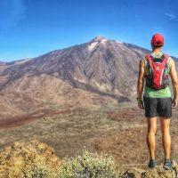 Persona frente al Volcán del Teide